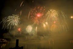 Feuerwerke Genfs die Schweiz auf dem See Lizenzfreie Stockfotos