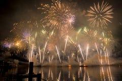 Feuerwerke Genfs die Schweiz auf dem See Lizenzfreie Stockfotografie