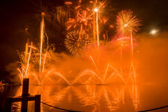 Feuerwerke Genfs die Schweiz auf dem See Lizenzfreies Stockbild