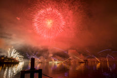 Feuerwerke Genfs die Schweiz auf dem See Lizenzfreies Stockfoto