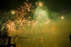 Feuerwerke Genfs die Schweiz auf dem See Stockbilder