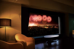 Feuerwerke heraus das Fenster Stockfoto