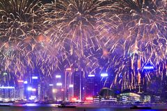 Feuerwerke in HK-Insel, in den Skylinen und im Finanzbezirk, lizenzfreie stockbilder