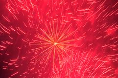 Feuerwerke im Abendhimmel Lizenzfreie Stockfotos