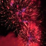 Feuerwerke im Abendhimmel Stockfotos