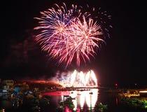 Feuerwerke im Hafen von Lampedusa Lizenzfreie Stockfotos