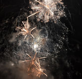 Feuerwerke im Himmel Stockfotografie