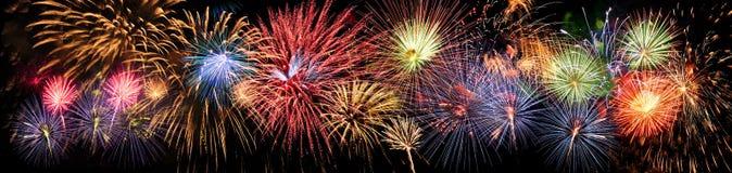 Feuerwerke im Panoramablick Lizenzfreie Stockfotografie