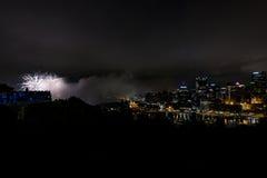 Feuerwerke - im Stadtzentrum gelegenes Pittsburgh, Pennsylvania Stockbilder