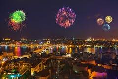 Feuerwerke in Istanbul die Türkei Lizenzfreie Stockfotos