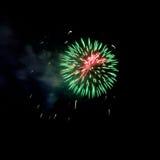 Feuerwerke leuchten dem Himmel stockbilder