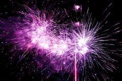 Feuerwerke lokalisiert auf schwarzem Hintergrund lizenzfreie stockfotografie
