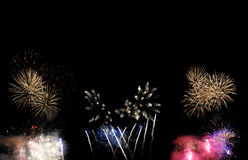 Feuerwerke lokalisiert auf schwarzem Hintergrund stockfoto