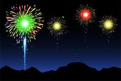 Feuerwerke mit dem Berg Lizenzfreies Stockfoto