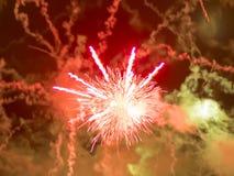 Feuerwerke am Nationaltag, schwarzer Hintergrund Lizenzfreies Stockfoto
