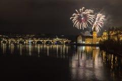 Feuerwerke in Prag stockbilder