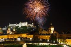 Feuerwerke in Salzburg Österreich lizenzfreies stockbild
