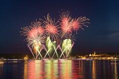 Feuerwerke, Seeseite von Arona - Piemont lizenzfreie stockfotografie