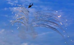 Feuerwerke vom Hubschrauber lizenzfreie stockbilder