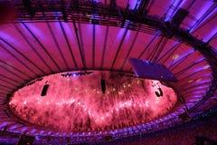 Feuerwerke während der Olympics-Eröffnungsfeier Rios 2016 Stockbilder