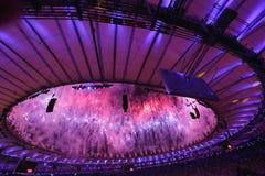 Feuerwerke während der Olympics-Eröffnungsfeier Rios 2016 Stockfotografie