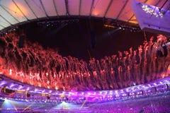 Feuerwerke während der Olympics-Eröffnungsfeier Rios 2016 Lizenzfreies Stockbild