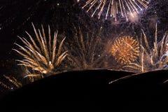 Feuerwerke während der Show an Newcastle-Kai auf neues Jahr ` s Eve Lizenzfreies Stockfoto
