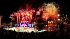 Feuerwerke zeigen während NDP 2012 an Stockfoto