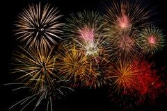 Feuerwerks-Feier nachts auf Abstand des neuen Jahres und der Kopie - abst stockfoto