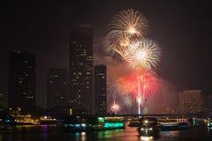 Feuerwerkscountdown 2014 an der chaopraya Flussansicht Bangkok Thailand Lizenzfreies Stockbild