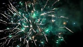 Feuerwerkshintergrund mit Ton in der Nacht stock video footage