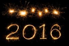 Feuerwerkstext mit 2016 Scheinen Lizenzfreie Stockfotografie