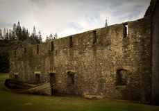 Feuerzeug gegen Ruinen, Norfolk-Insel Lizenzfreie Stockfotografie