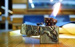 Feuerzeug mit Flamme Lizenzfreies Stockfoto