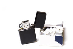Feuerzeug und Zigaretten Lizenzfreies Stockbild
