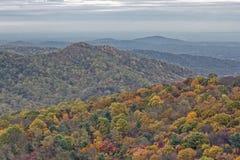 Feuillage coloré d'automne sur Rolling Hills Photographie stock libre de droits