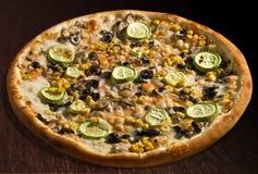 Feuillage d'alle de pizza avec la courge à la moelle - isolat photo stock