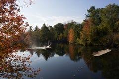 Feuillage d'automne sur la rivière Windham, je de Stroudwater Photographie stock libre de droits
