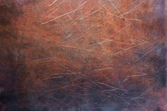 Feuillard dépouillé, texture du vieux plat de cuivre photos stock