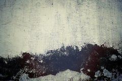 Feuillard obsolète couvert d'éplucher la peinture blanche, texturisée images stock