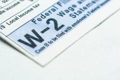 Feuille d'impôt W-2 sur le fond blanc photos stock