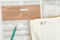 Feuille d'impôt polonaise avec le crayon et le calendrier Photos stock