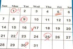 Feuille de calendrier mural avec Noël de repère rouge le 25 décembre - Image stock