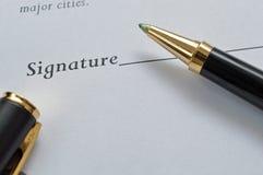 Feuille de contrat avec le stylo Photographie stock