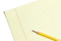 Feuille de papier jaune blanc avec le crayon Images libres de droits