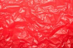 Feuille en plastique rouge froissée pour le fond ou le texte photographie stock