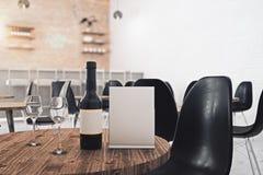 Feuille et vin de papier vides illustration stock