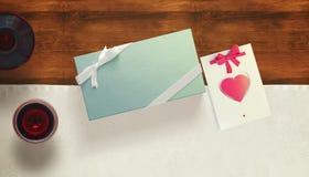 Feuille vide de livre blanc avec le cadeau Moquerie d'espace de travail  Image stock