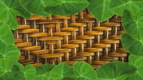 feuilles avec la vannerie fabriquée à la main du rotin pour le backgroun Photographie stock libre de droits