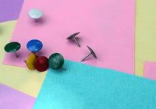 Feuilles colorées de papier et de boutons photo libre de droits